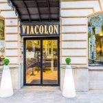 Puerta de entrada desde calle gran via de colon al restaurante cafetería viacolon