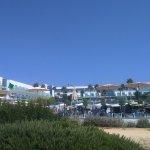 acceso al hotel desde camino que baja a la playa
