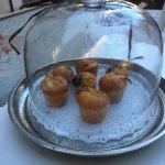Merienda de bienvenida: café y unas mini-magdalenas (invitación).