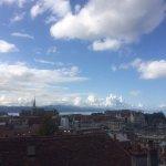 Aussicht auf Lausanne und Genfer See vom Vorplatz der Kathedrale