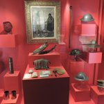 Many well-displayed artifacts