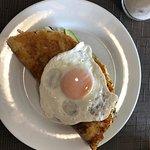 kaxapa pabellon with fried egg and avocado