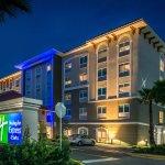 Holiday Inn Express & Suites St. Petersburg - Seminole Area