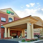 Photo of Holiday Inn Express Hotel & Suites Laurel