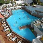 piscine vue de notre balcon