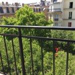 Chambre avec vue sur le square à l'hôtel de Nice : Paris verdure dans le Marais.