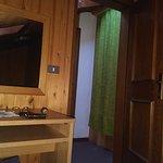 Zimmer unter dem Dach - Vorhang vor der Zimmertür aus Glas