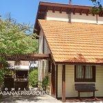 Cabañas Piriápolis cuenta con Cabañas de madera, bungalows y casas de 1 o 2 dormitorios.