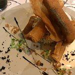 Sardines et langoustines croustillantes, taboulé de quinoa et abricots secs, crème légère au cur