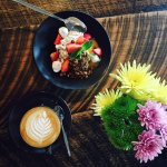coffee, bircher and blooms
