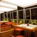 Preciosa terraza abierta pero cubierta para la zona de fumadores