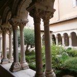 ロマネスク様式の回廊