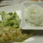 un riz très sec et une salade pas très fraîche...