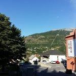 Vue sur la montagne depuis la chambre d'hôtel