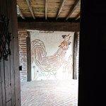 L'entrée-sortie de la taverne ...