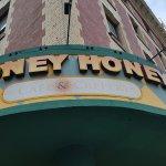 Honey Honey Cafe & Crepery의 사진
