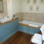 Dillings Room 2 Bathroom.