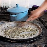 Roasting coffee in the traditional way