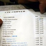 Detalle de la carta de bebidas con los precios normales y en todo-incluido.