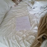 Note left on the 7 day, bed was made but no linen changed, bathroom floor swept but not mopped.