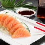 sashimi de salmon totalmente fresco.