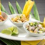 Muestra perfecta de ceviches peruanos con calamar, pulpo y pescado blanco.