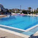 La bella piscina del Kokalakis