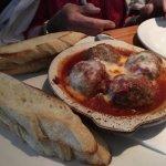 Meatballs w/breadsticks