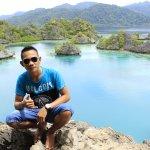 Pose kenangan sebelum meninggalkan pulau Khayangan Sombori