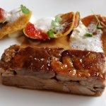 Plat : épaule d'agneau, figue, gnocchi à la ricotta et amlou (argan, échalote, miel, amande et c