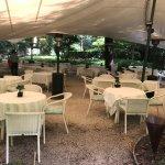 Abendessen in dem zauberhaften Hotelgarten