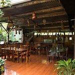 Salón y mesas del restaurante