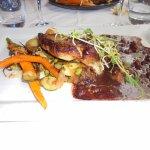 filet de daurade,petits légumes,sauce vin réduit à la carotte