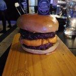 Esse é o Quero Mais com hamburger Duplo e Cheddar