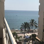 Photo de Aparthotel Puerto Azul Marbella