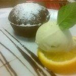 лава-кейк с мороженым
