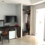 Deluxe room, spacious with balcony facing Sawatdirak Road