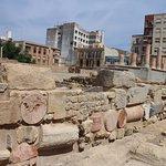 zona que utilizaron para construir el mercado romano y donde se puede apreciar las columnas del