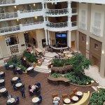 Photo de Embassy Suites by Hilton Alexandria-Old Town