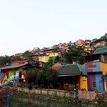 Penampakan Rumah Warga di Kampung Pelangi Dari Kejauhan