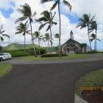 この教会。新郎新婦は、ハワイで1台しかない車で送迎