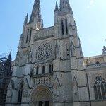Vue de face de la cathédrale