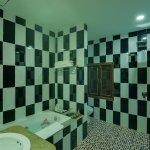 Private bathroom & bathtub