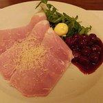 Jambon de Prague au raifort, confit de cerises griottes