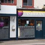 Фотография Ashleys Restaurant