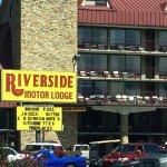 Riverside Motor Lodge