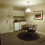 kitchenette / dining area
