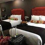 Photo de Best Western Plus Hollywood Hills Hotel