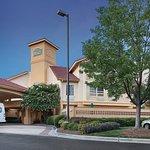 La Quinta Inn & Suites Raleigh International Airport resmi