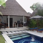 spacious one bedroom private Villa 11